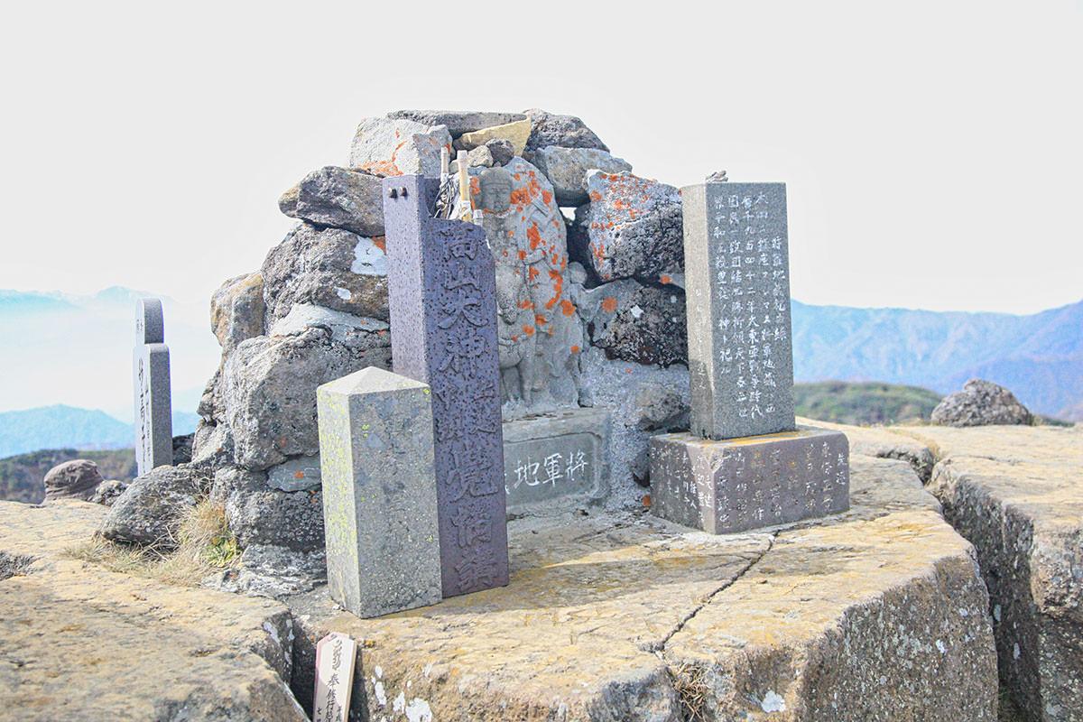 【妙高山】登山百景-南峰に祀られている