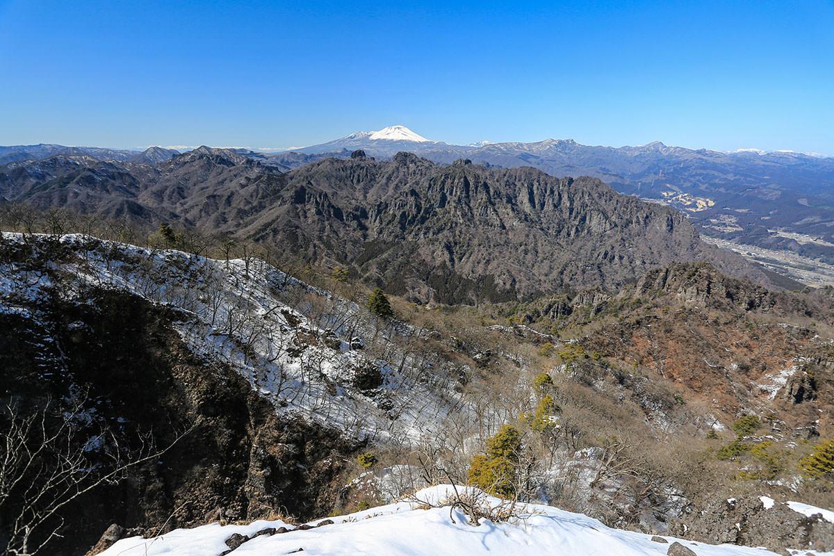 【妙義山】登山百景-浅間山が白い