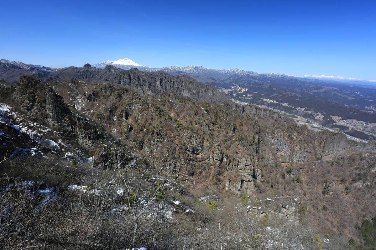 妙義山の見晴から見る浅間山