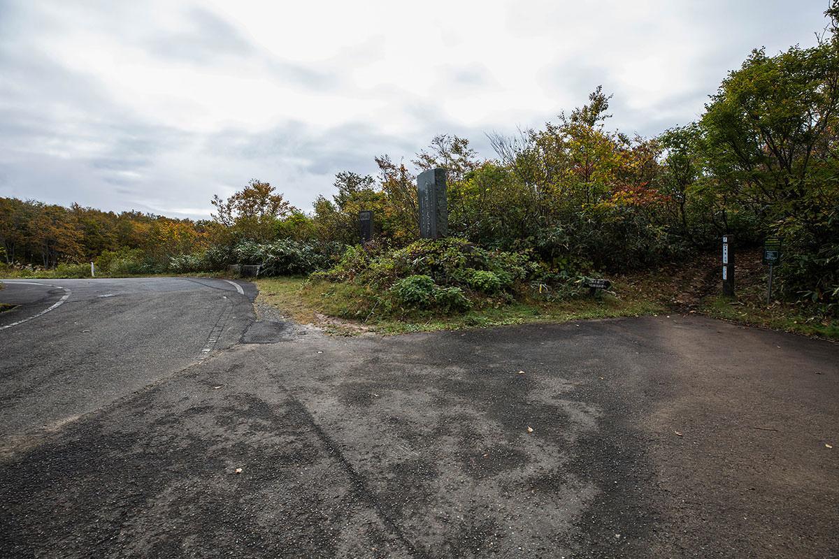 【鍋倉山】登山百景-道路の脇に車を停める
