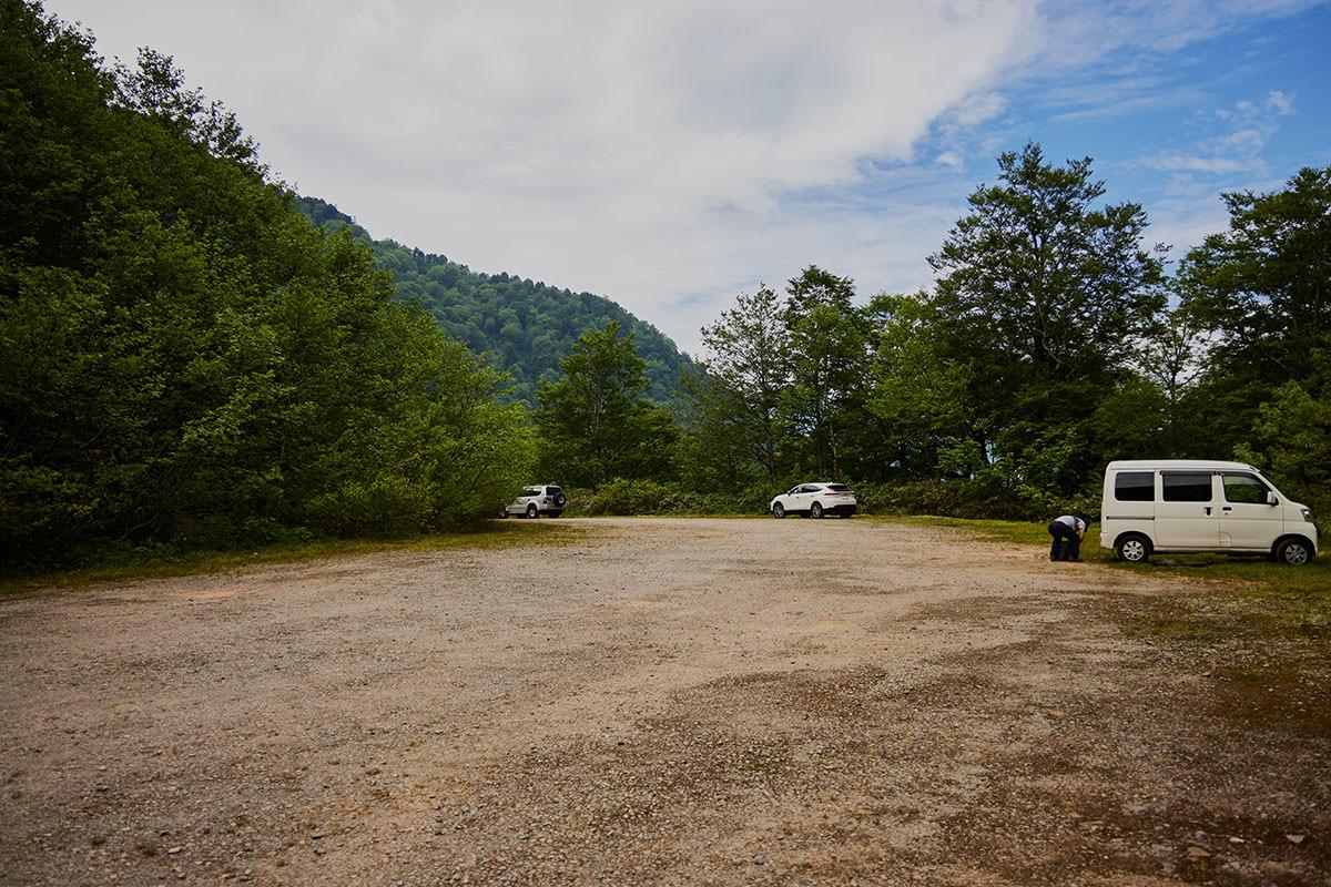 苗場山-小赤沢の駐車場は広い