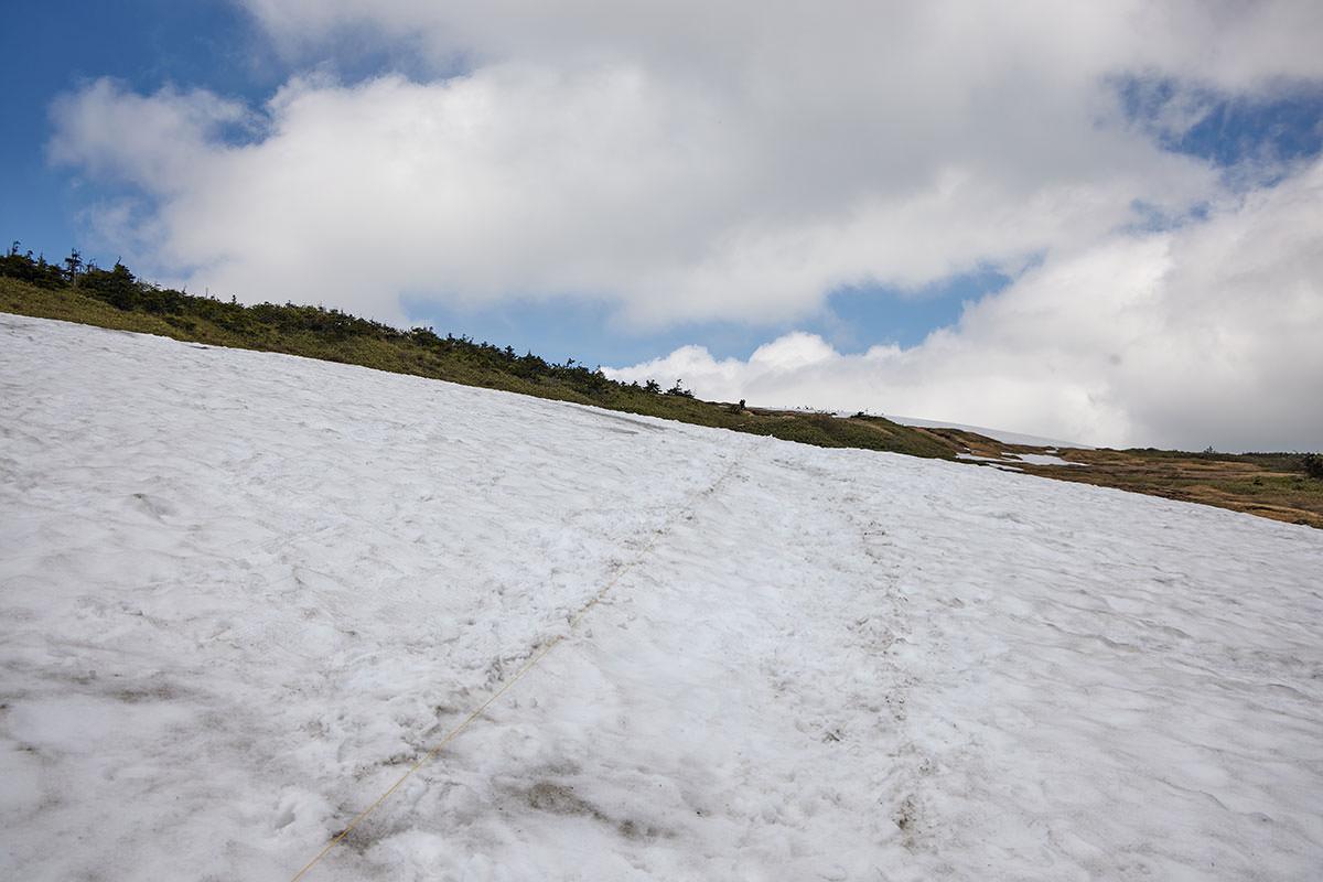 苗場山-残雪はなかなか歩きづらくて長い