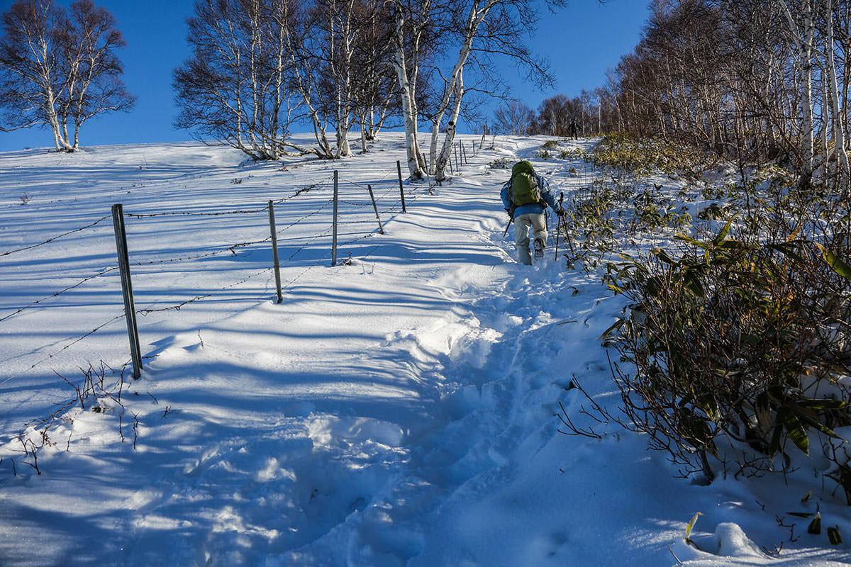 【根子岳 菅平高原】登山百景-雪の下に木段が隠れている