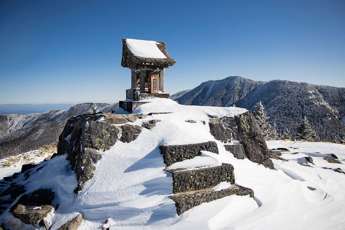 根子岳-山頂の祠