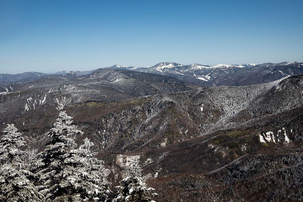 根子岳-北側に見える志賀高原