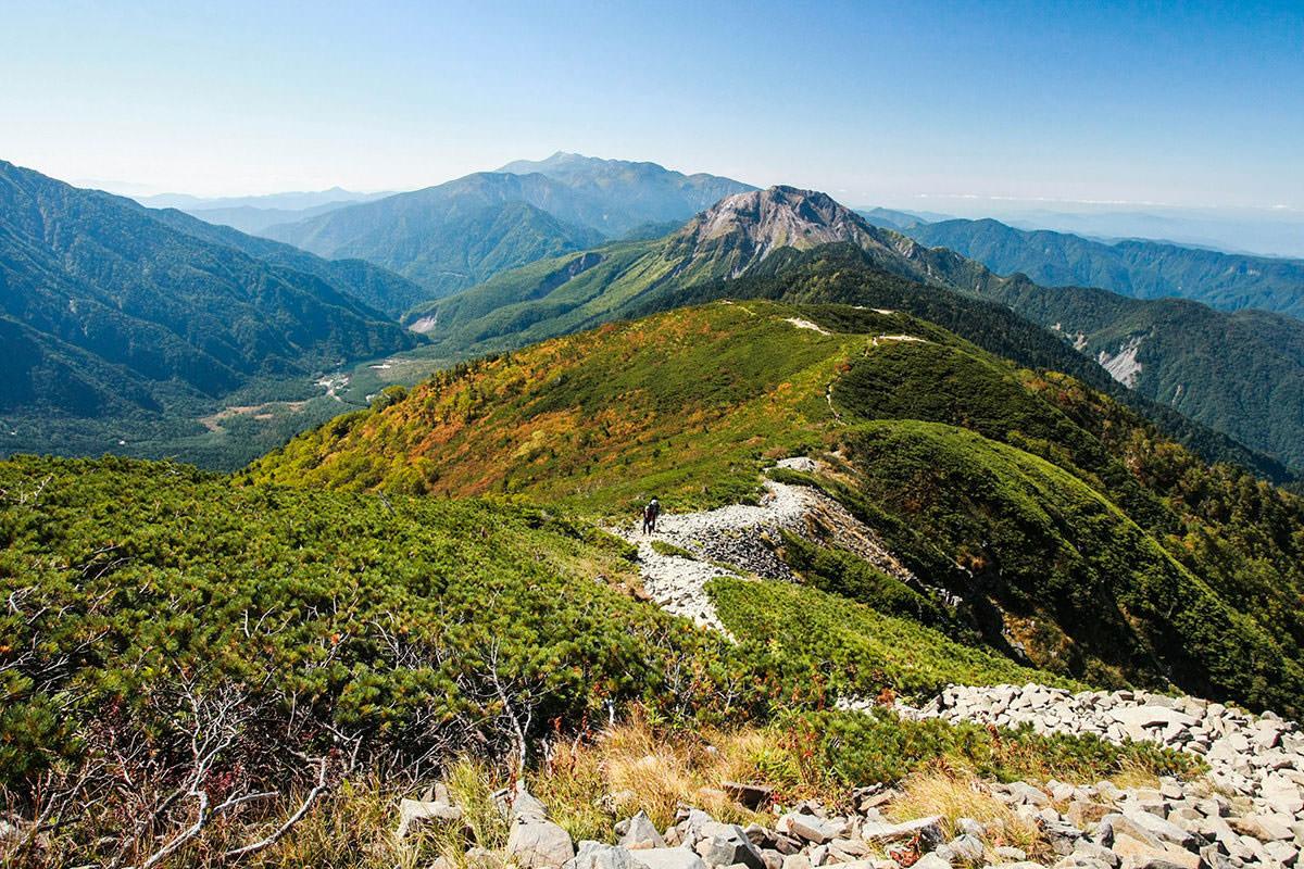 【西穂高岳】登山百景-大正池が小さく見える