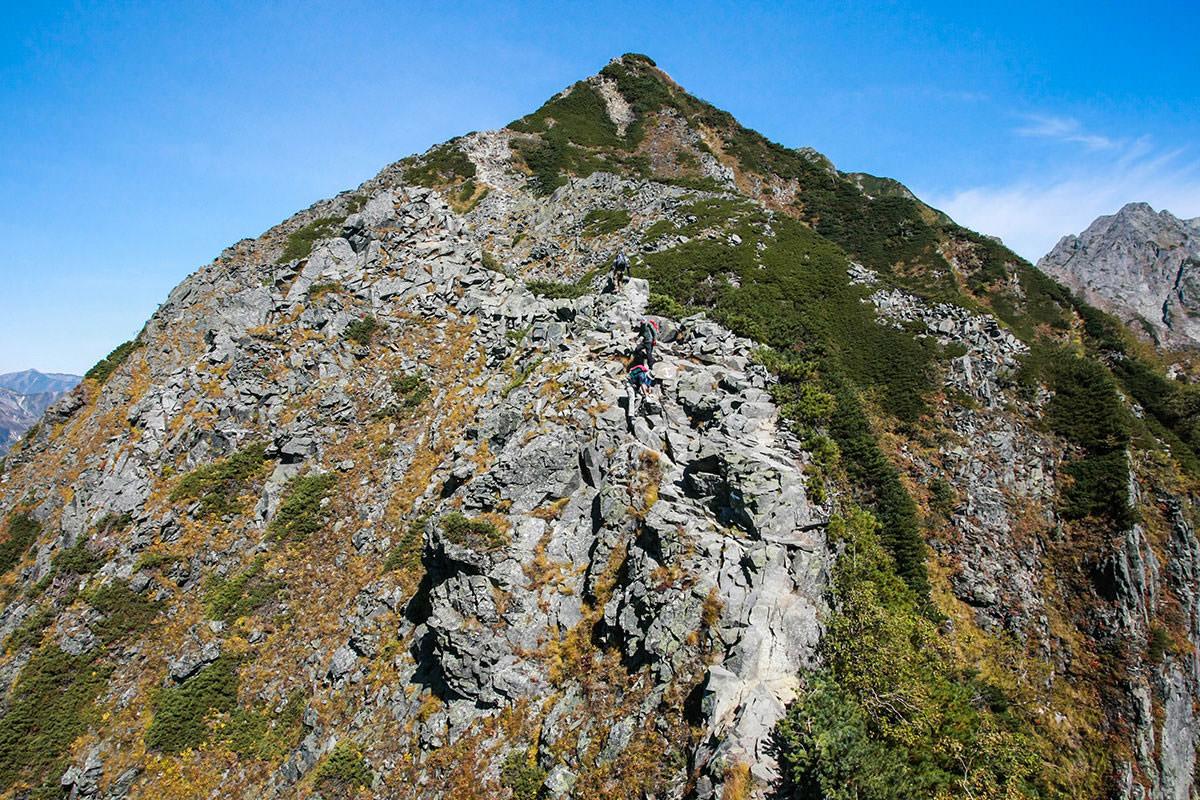 【西穂高岳】登山百景-岩で狭くて急勾配