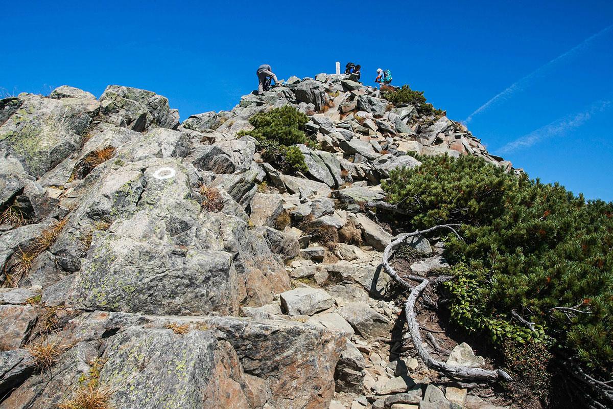 【西穂高岳】登山百景-山頂には人