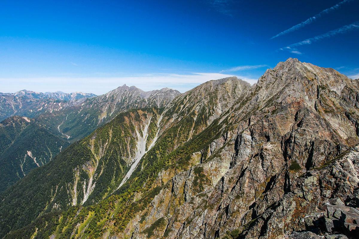 【西穂高岳】登山百景-穂高岳の向こうには槍ヶ岳