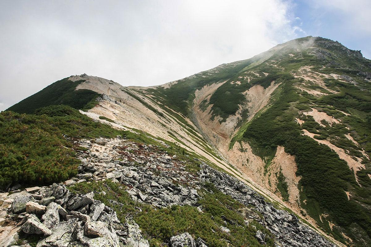 三ツ岳が高い