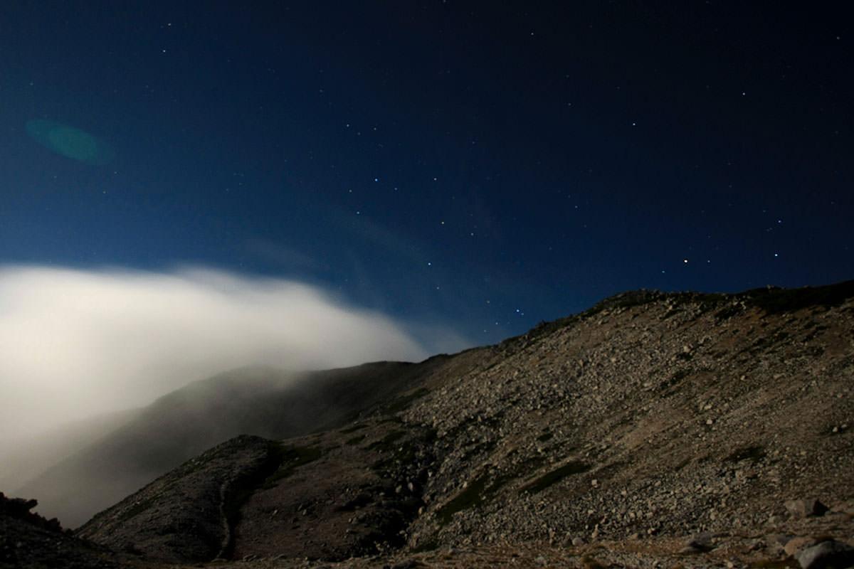 夜も山頂が見えた