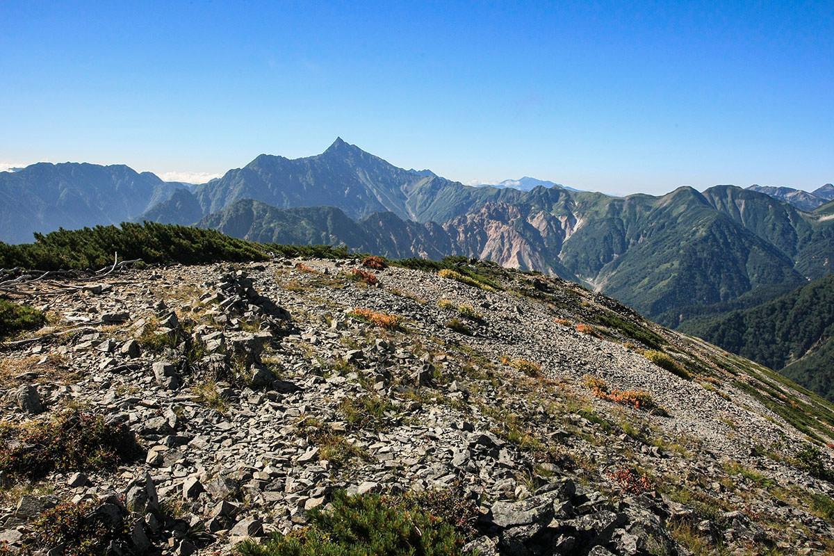 山頂と槍ヶ岳