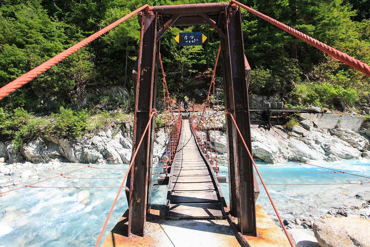 吊り橋揺れる