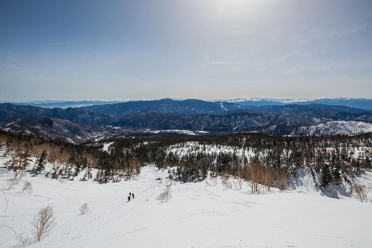 【乗鞍岳 Mt.乗鞍スノーリゾート】登山百景-後ろは遮る物の無い景色