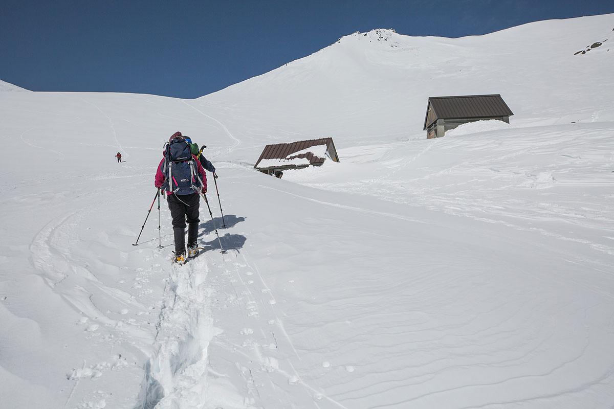 【乗鞍岳 Mt.乗鞍スノーリゾート】登山百景-右に閉鎖中のトイレ