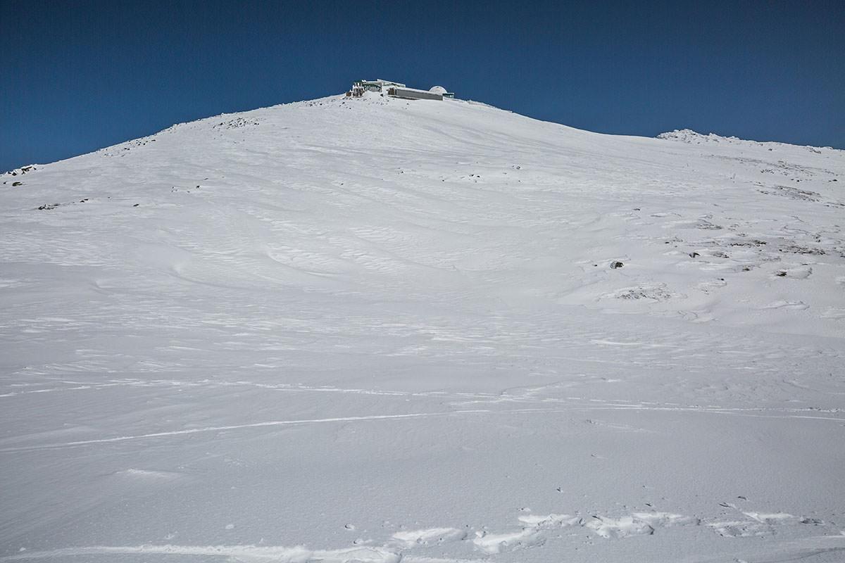 【乗鞍岳 Mt.乗鞍スノーリゾート】登山百景-右側に摩利支天岳