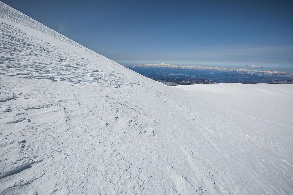 【乗鞍岳 Mt.乗鞍スノーリゾート】登山百景-右側に白山