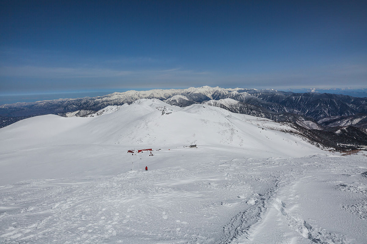 【乗鞍岳 Mt.乗鞍スノーリゾート】登山百景-後方に北アルプスがよく見える