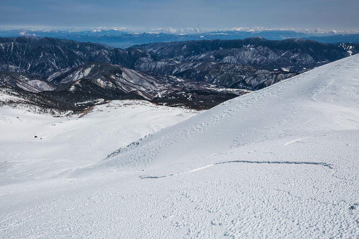 【乗鞍岳 Mt.乗鞍スノーリゾート】登山百景-斜面は崩れた跡に見える