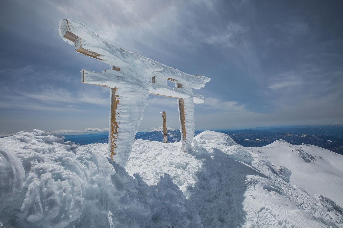 【乗鞍岳 Mt.乗鞍スノーリゾート】登山百景-鳥居を潜る