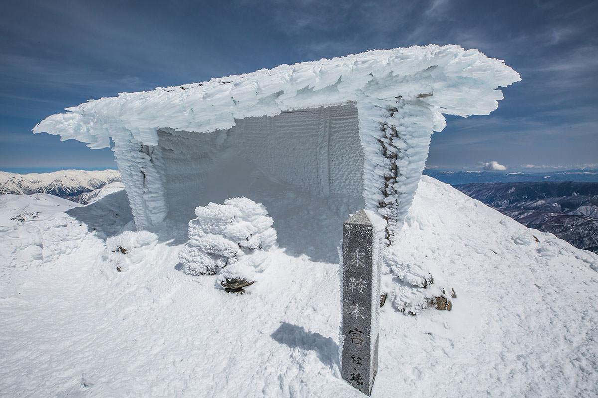 【乗鞍岳 Mt.乗鞍スノーリゾート】登山百景-社も真っ白