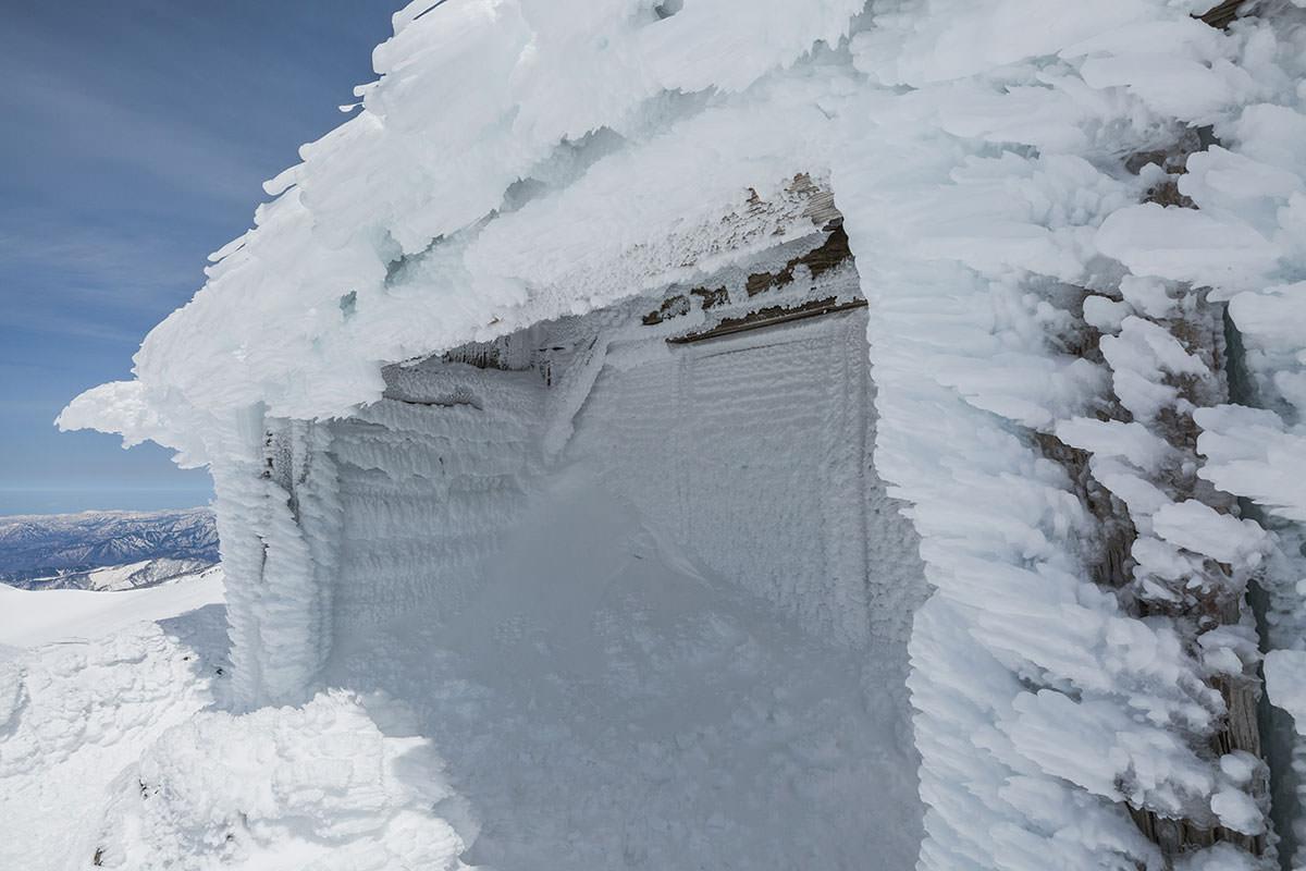 【乗鞍岳 Mt.乗鞍スノーリゾート】登山百景-柱や軒先にエビの尻尾