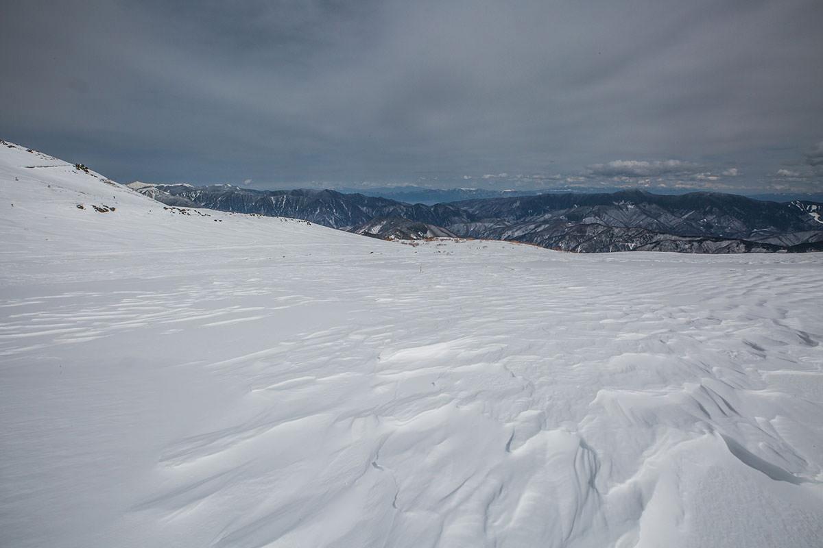 【乗鞍岳 Mt.乗鞍スノーリゾート】登山百景-踏み跡を目指して戻る
