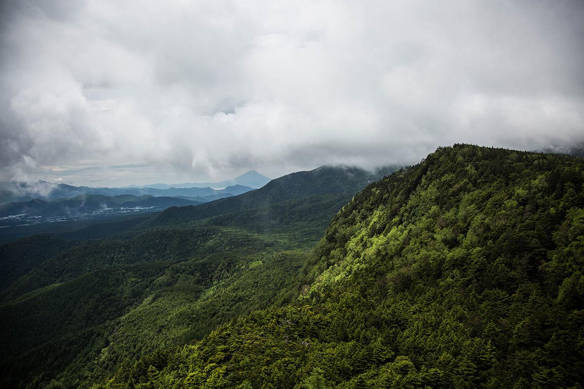 【にゅう】登山百景-富士山と中山峠の方