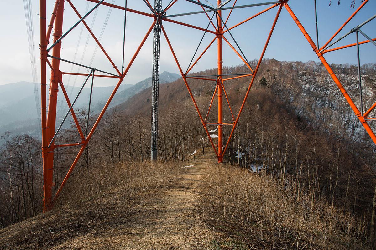 【御座山】登山百景-鉄塔を潜って登る