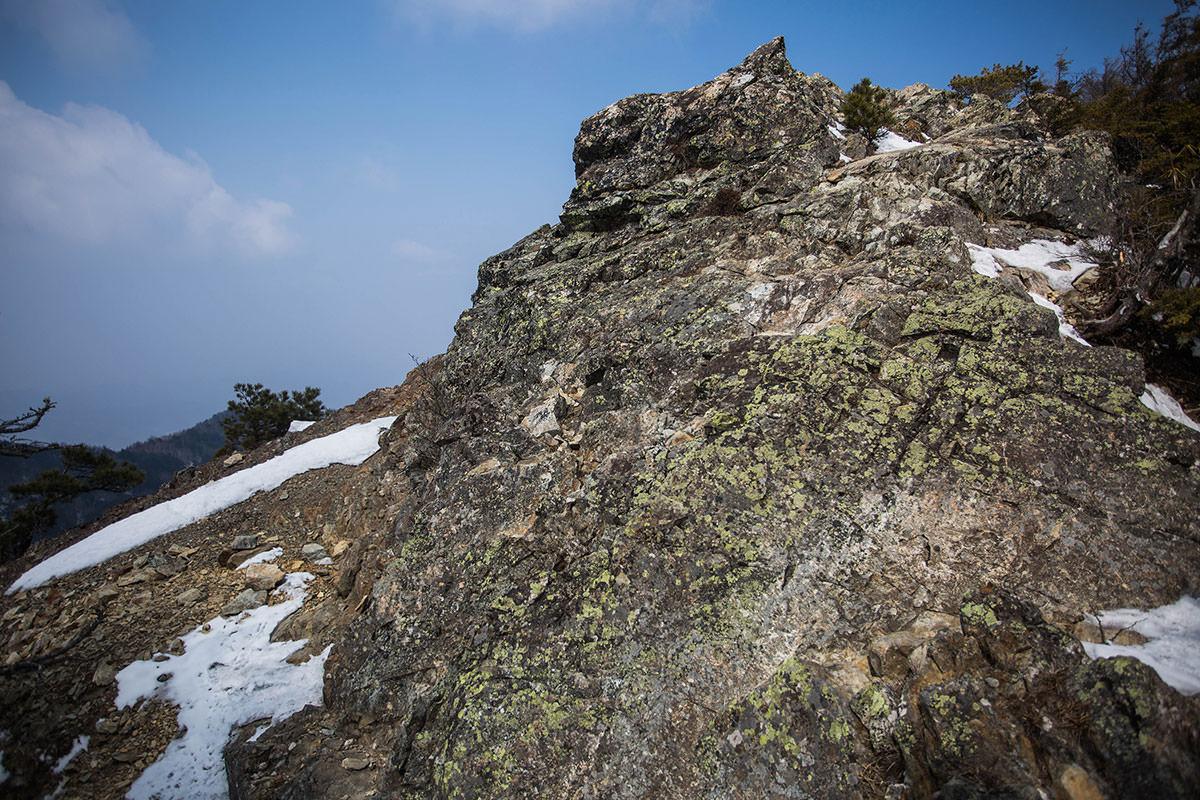 【御座山】登山百景-岩の上を通った方が安全