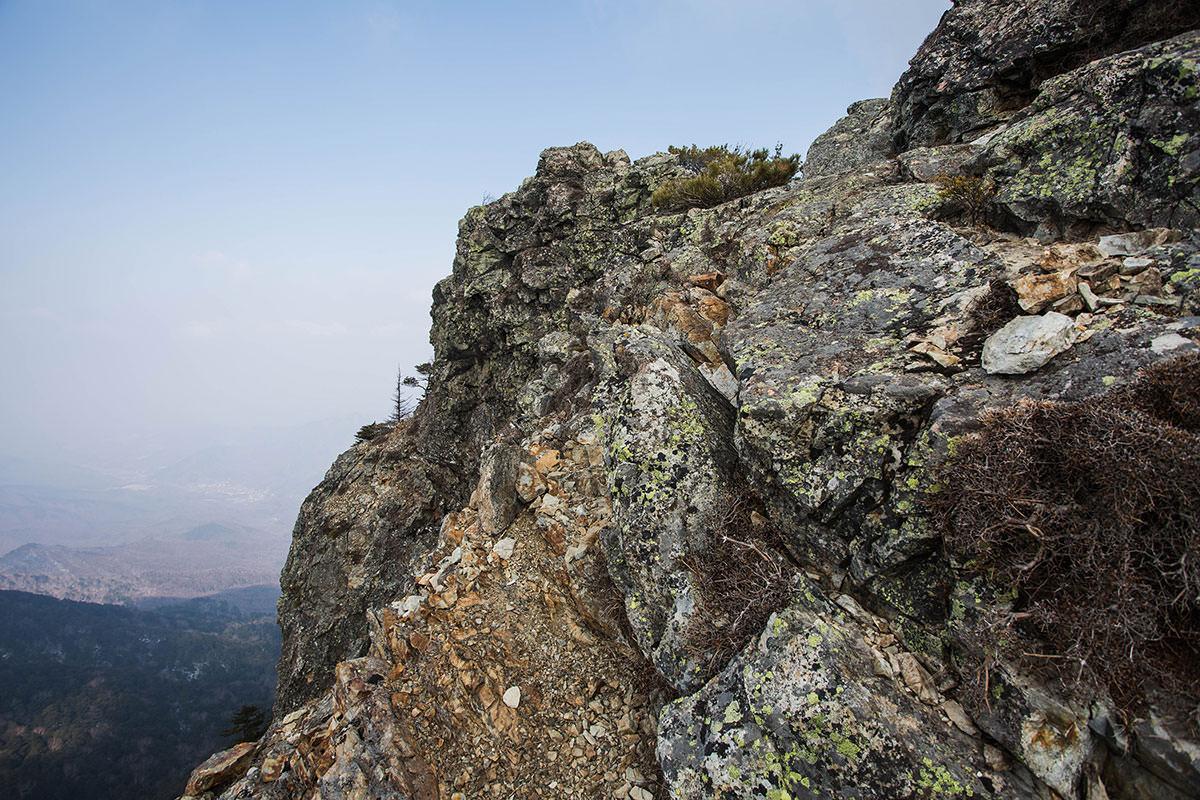 【御座山】登山百景-左側は崖