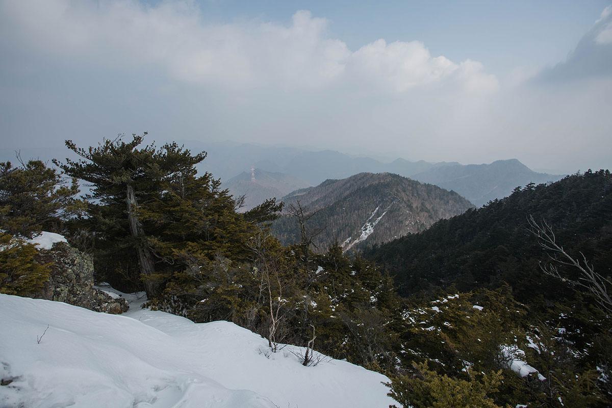 【御座山】登山百景-鉄塔が小さく見える