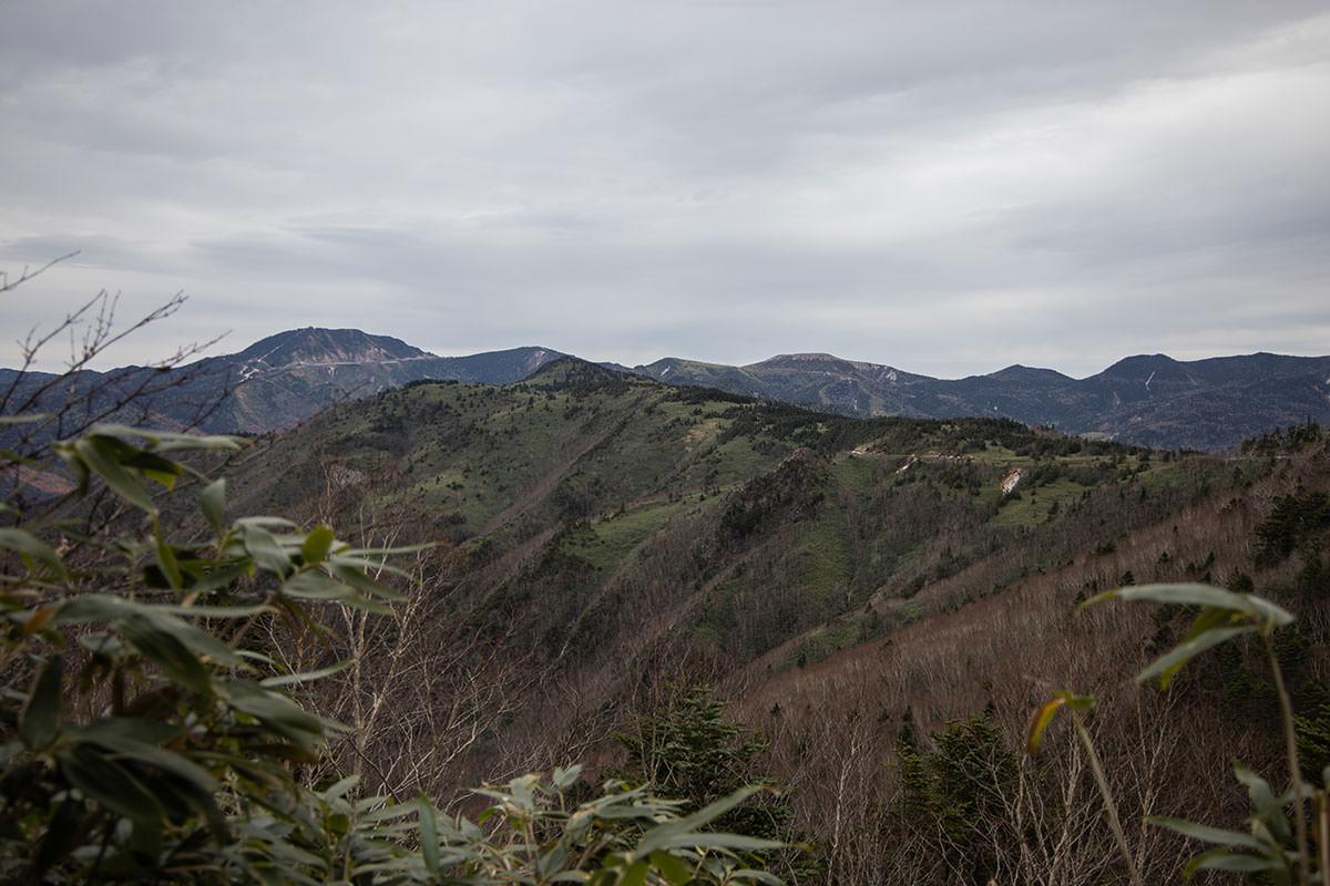 老ノ倉山-横手山や草津白根山への眺めが良い