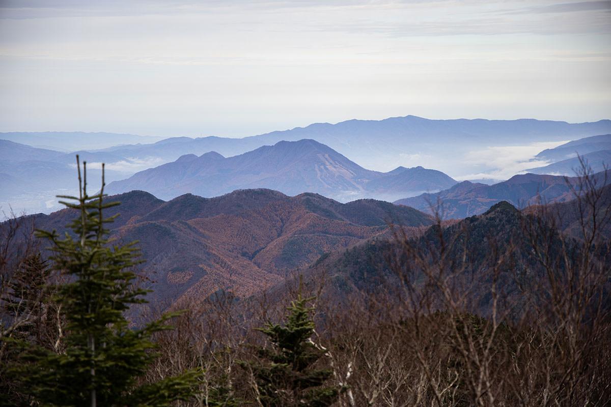 老ノ倉山-高社山と新潟県境の山々