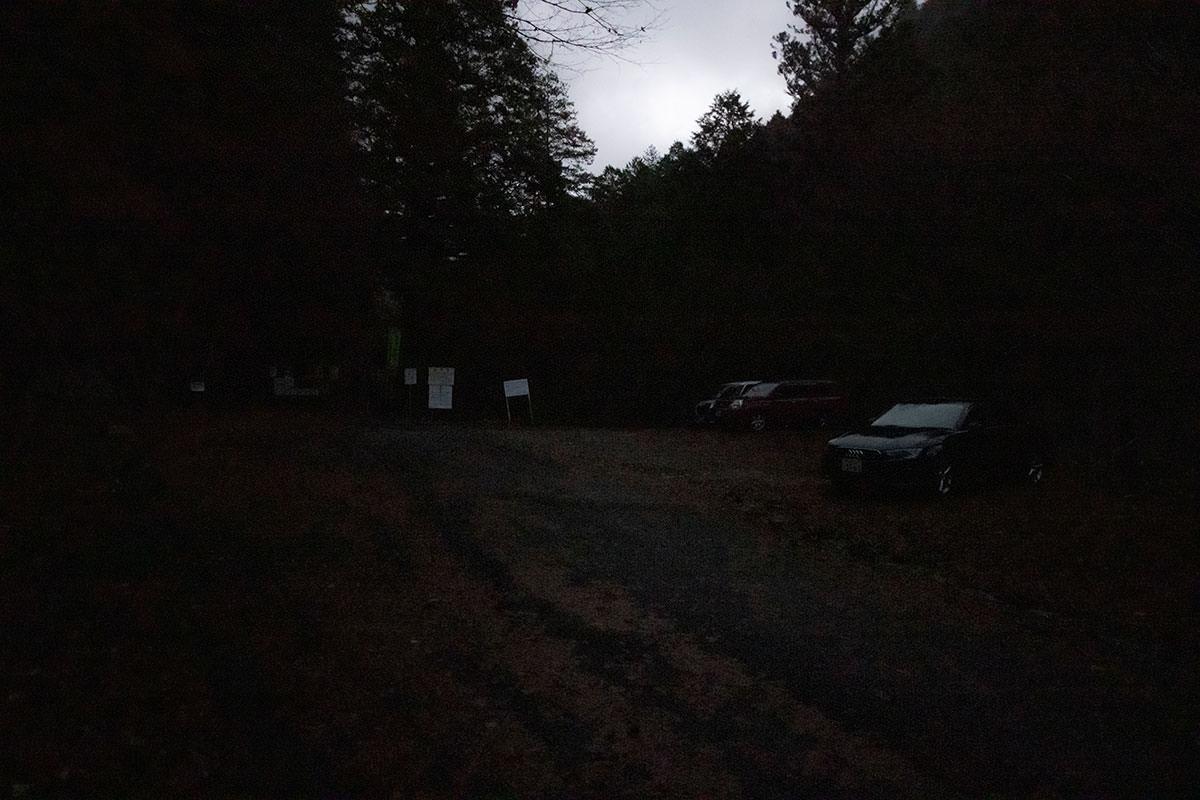 暗いうちに駐車場に着いた