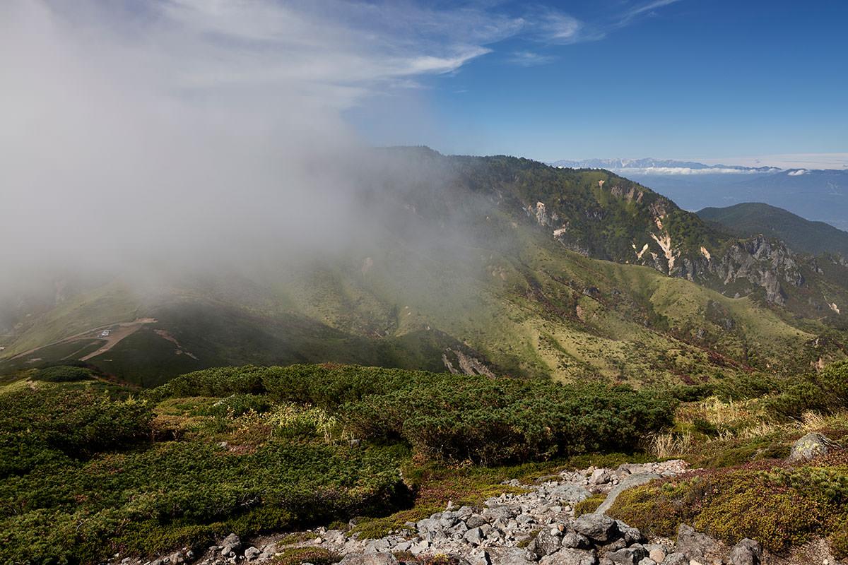 御飯岳-振り返ると破風岳に雲がかかり始めている