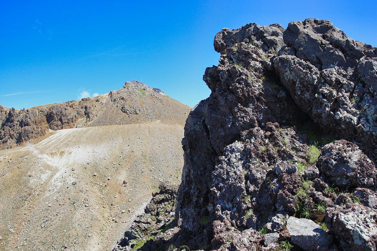 【御嶽山】登山百景-あの先っぽが御嶽山の頂上