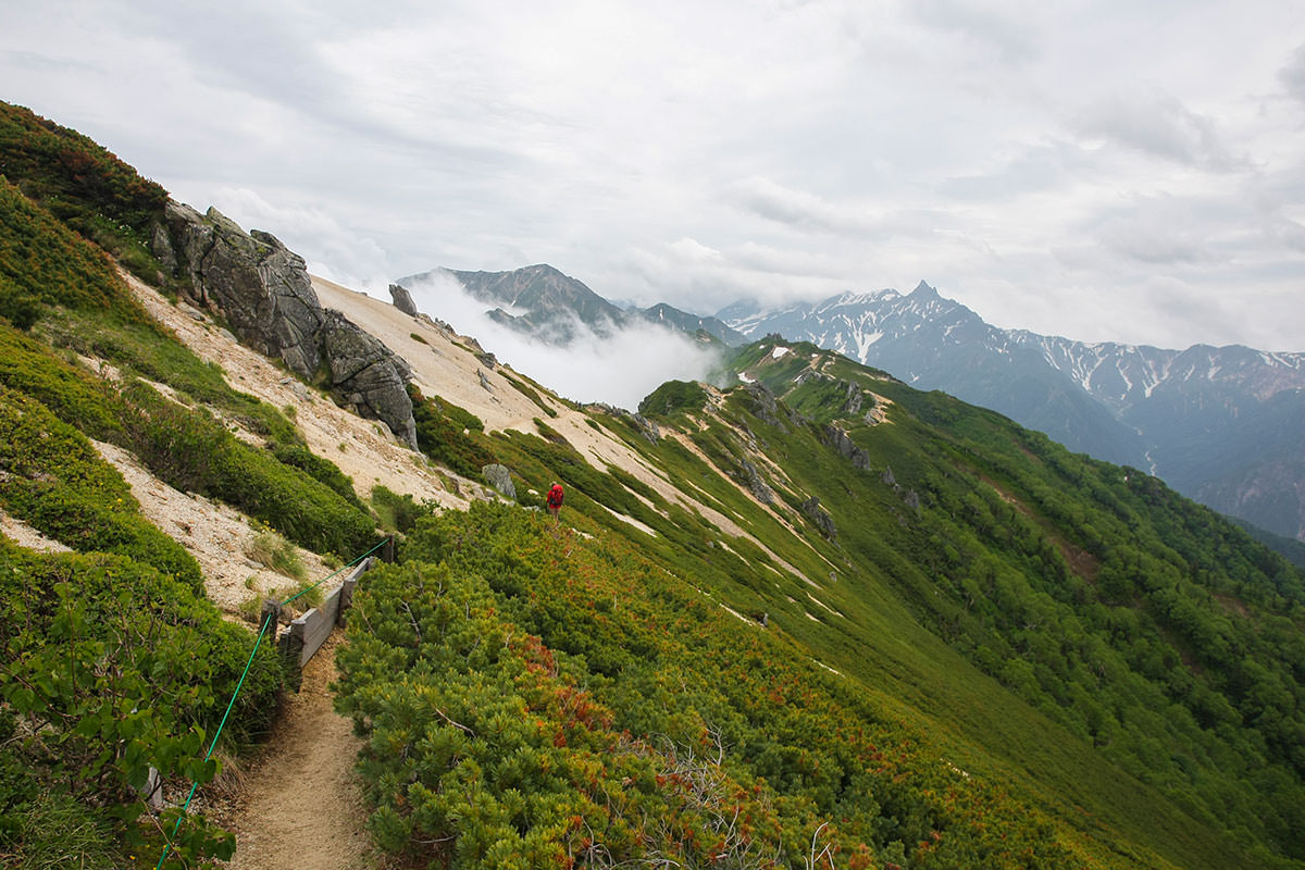 【大天井岳】登山百景-遠くに大天井岳と槍ヶ岳