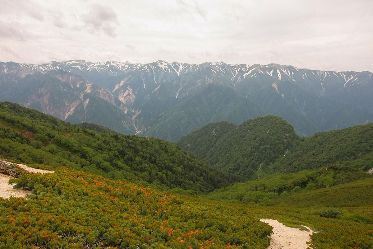 【大天井岳】登山百景-北アルプスの稜線が続く
