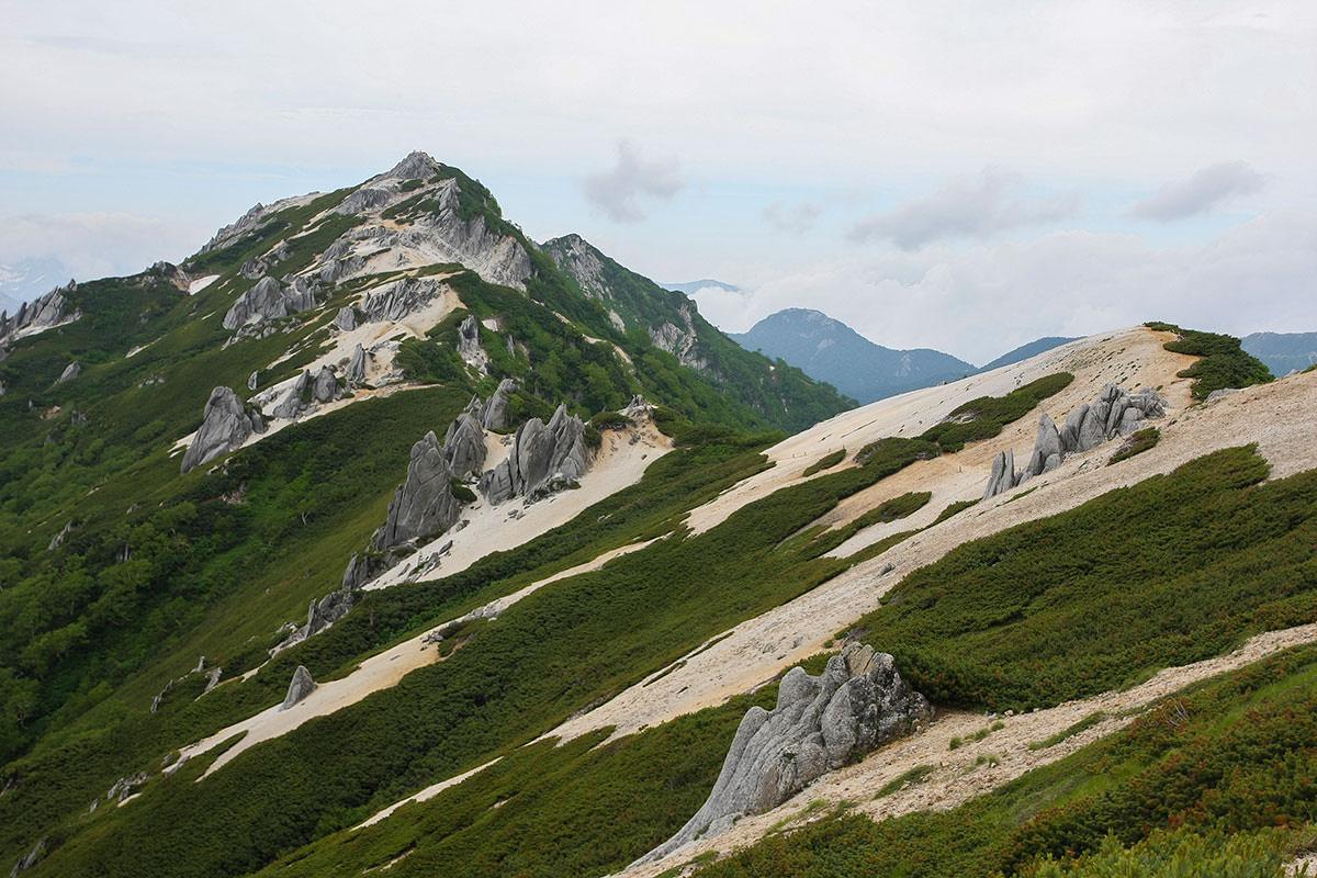 【大天井岳 表銀座】登山百景-振り返ると燕山荘の嶺