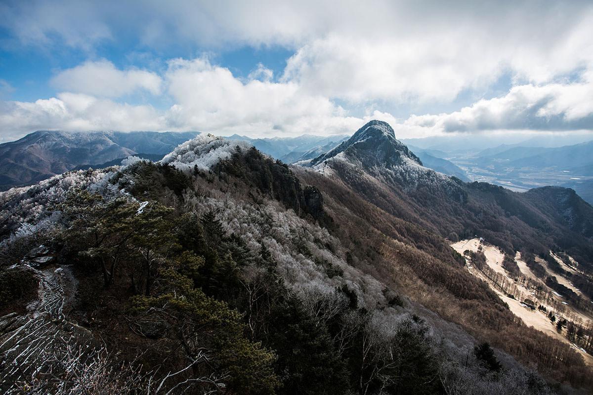 【男山】登山百景-岩場から天狗山を振り返る