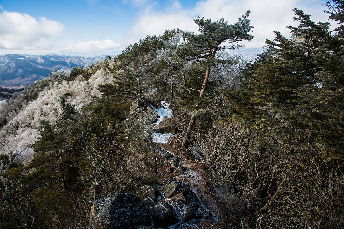 【男山】登山百景-この岩を右へ下りる