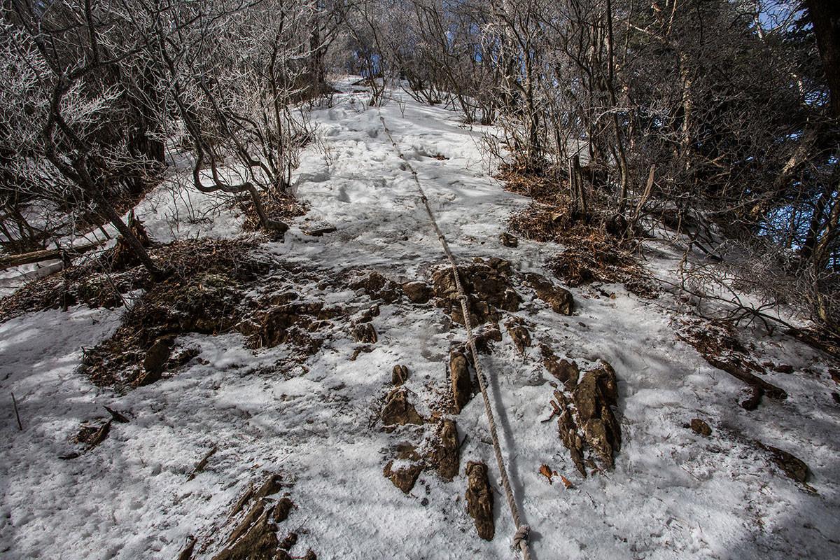 【男山】登山百景-氷った急坂