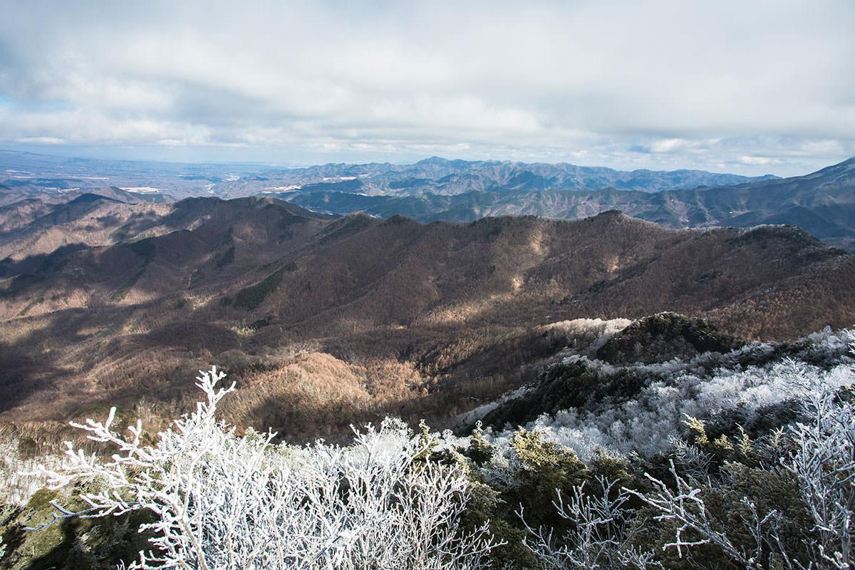 【男山】登山百景-山肌が白い