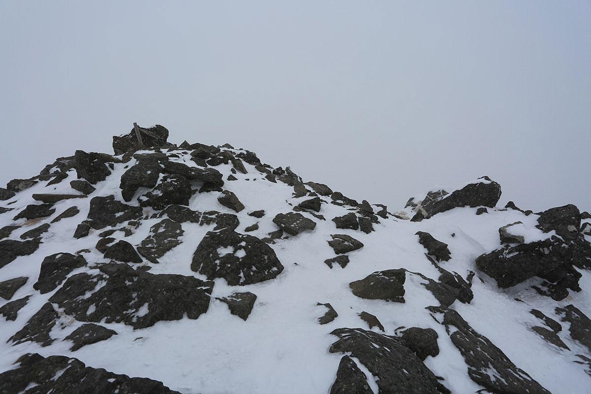 【三叉峰】登山百景-上には棒が建っているだけ