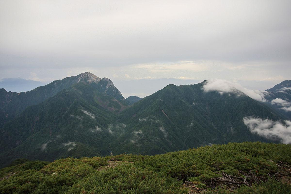 【仙丈ヶ岳】登山百景-甲斐駒ヶ岳も見える