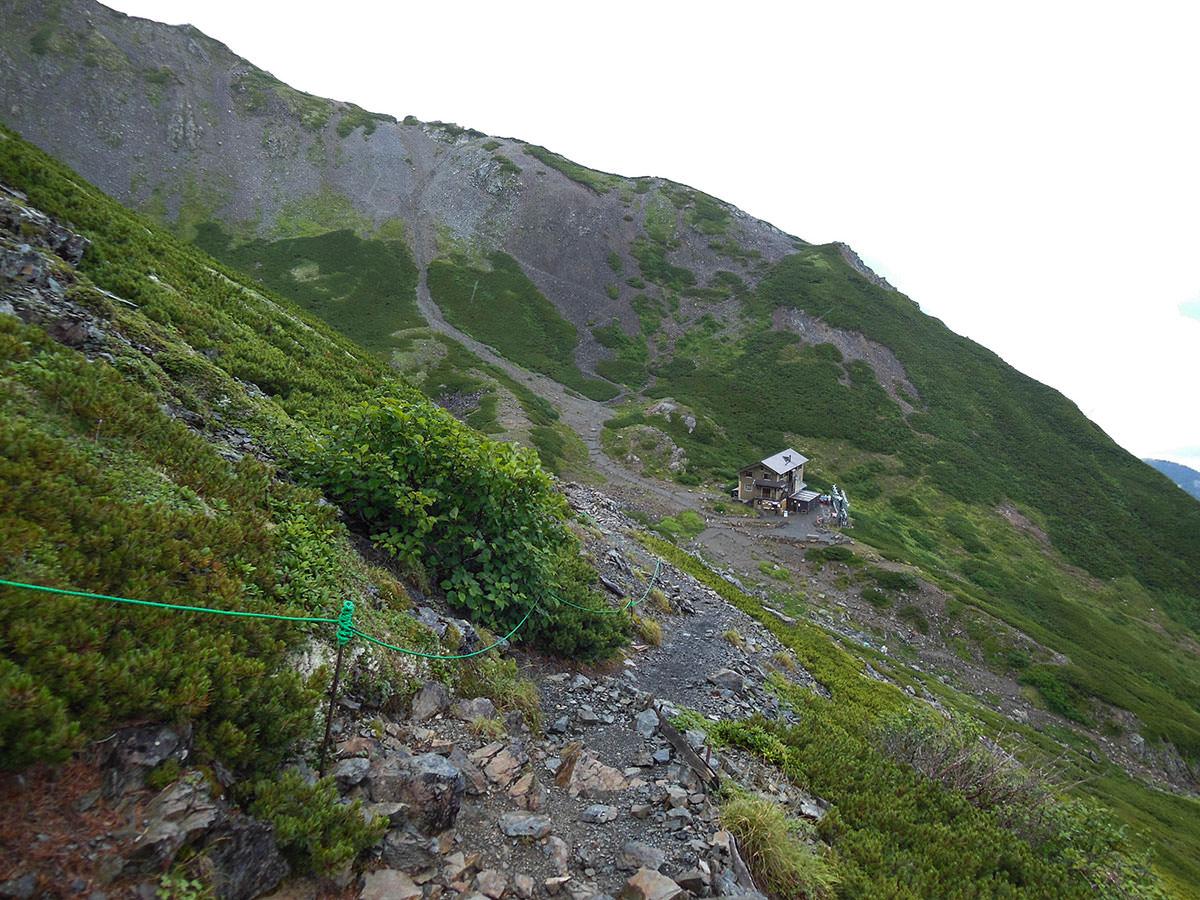 【仙丈ヶ岳】登山百景-カールに小屋がある