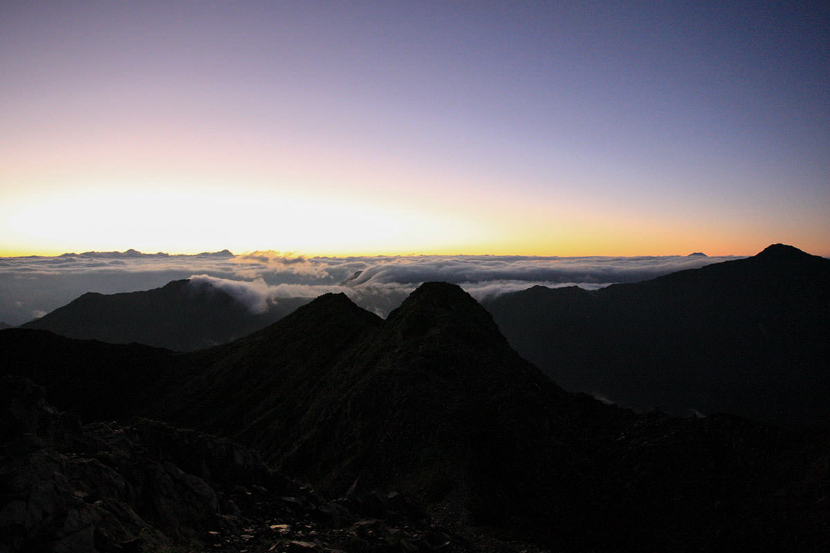 【仙丈ヶ岳】登山百景-影が大きい