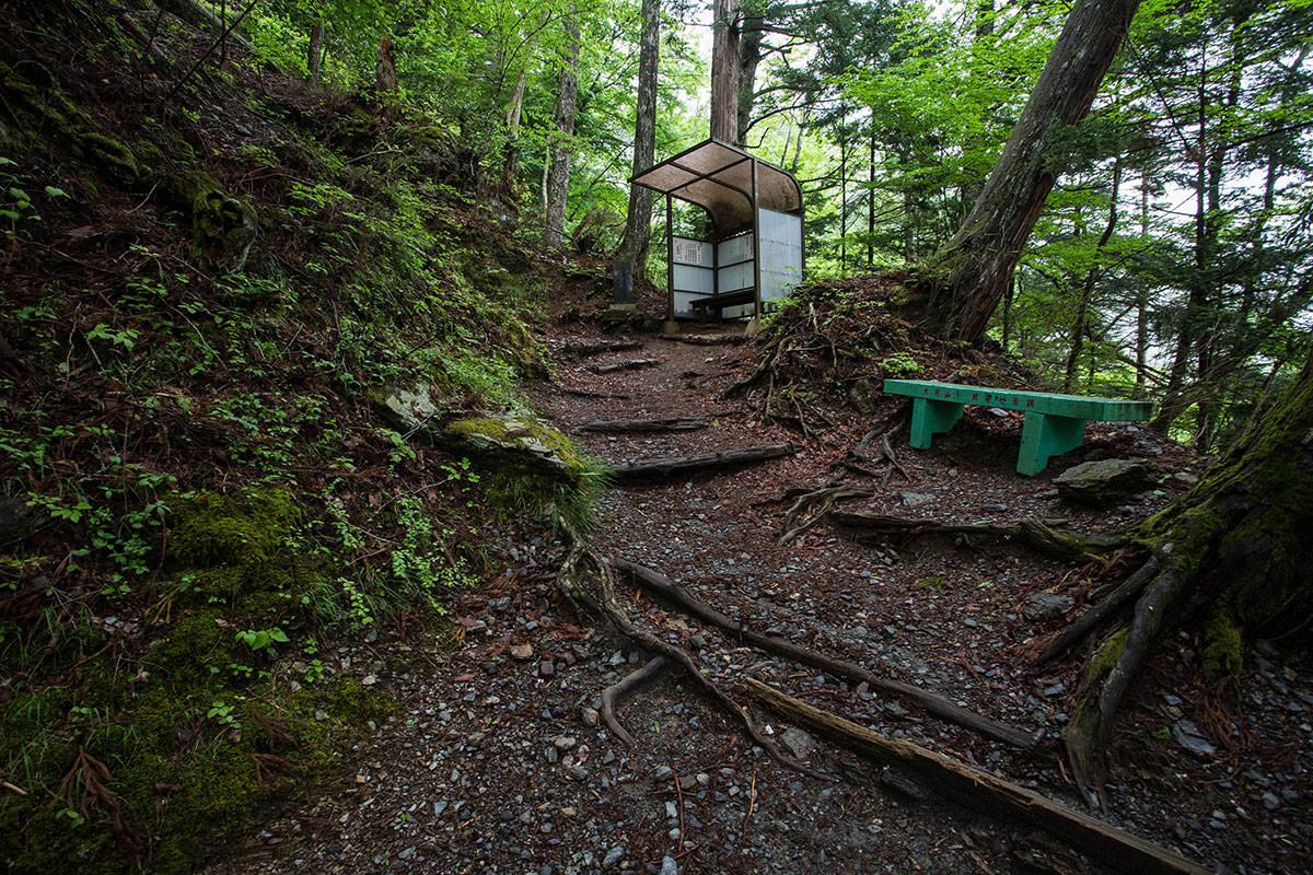 【七面山】登山百景-ベンチがあちこちにある