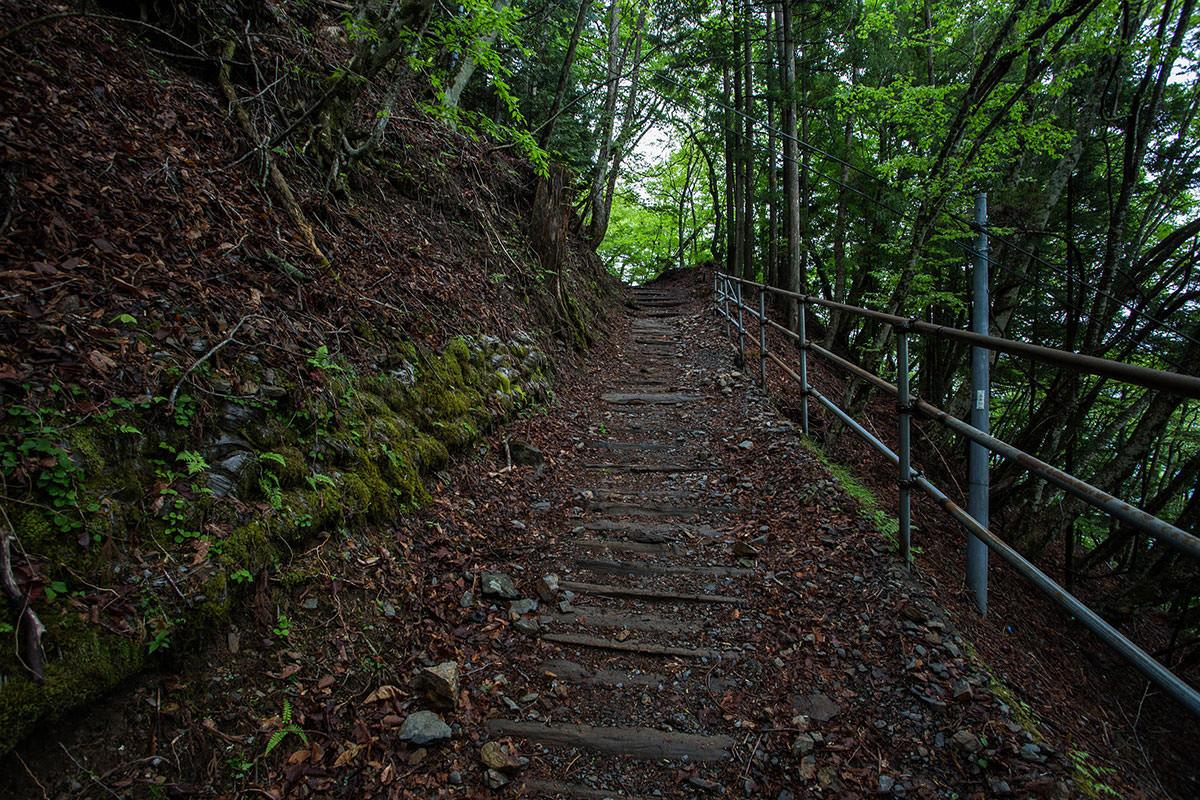 【七面山】登山百景-手すりも整備してある